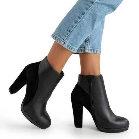 OUTLET Black women's boots on a higher post Itruo - Footwear