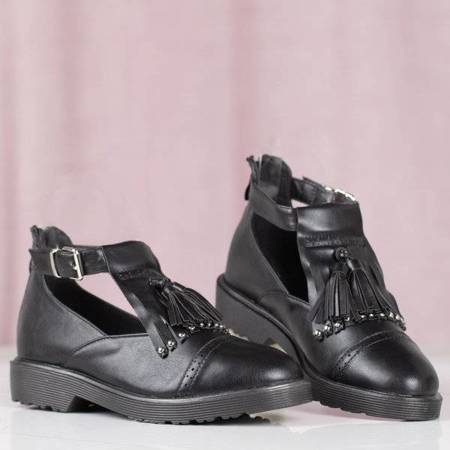 OUTLET Black women's shoes with a cut Nagetieva - Footwear