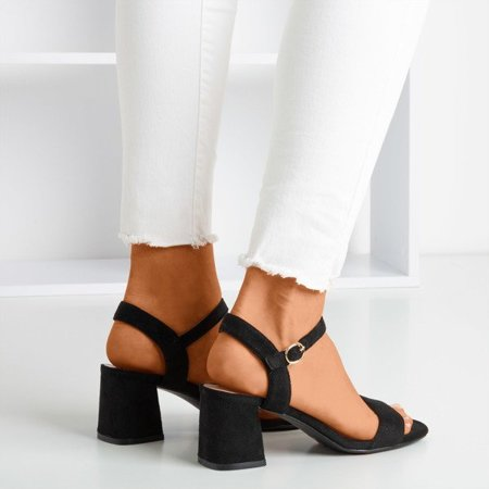 OUTLET Ladies' black sandals with a shiny finish Mira - Footwear